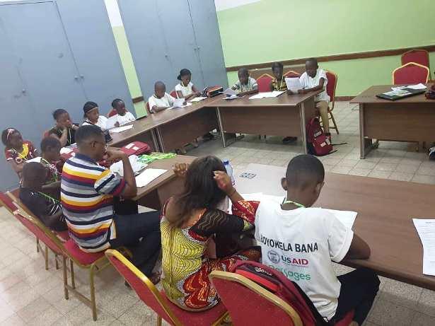 Très jeunes adolescents de Bien Grandir à l'Ecole de Santé Publique de Kinshasa.